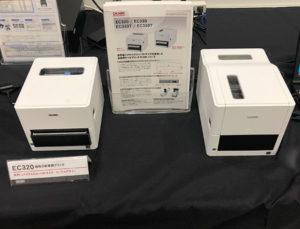 自社製の感熱ラベルプリンタEC320と熱転写ラベルプリンタEC320T