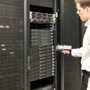 RFIDタグでサーバーやハード類の資産管理
