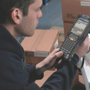 物流・倉庫ではRFIDタグのスキャンで検品や棚卸が可能