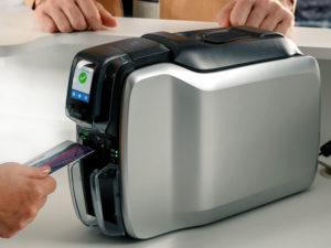 ゼブラのカードプリンタとカード印刷のイメージ